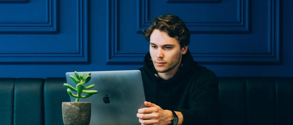 Laptop, analyst, amlaboratory.com