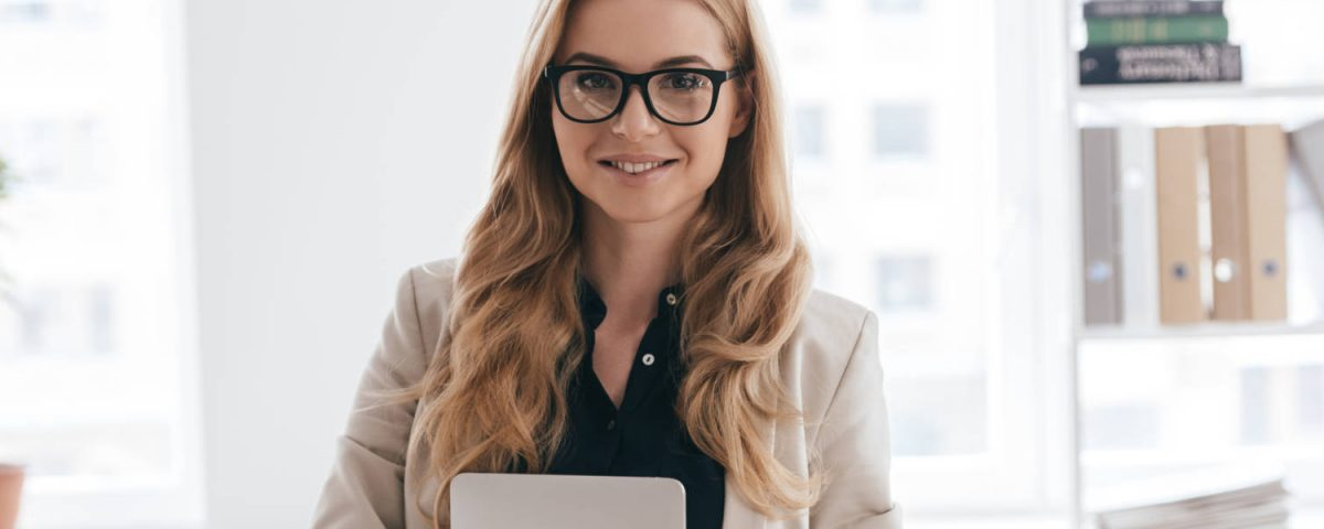 HR specialist, business woman, smart casual, office, amlaboratory.com
